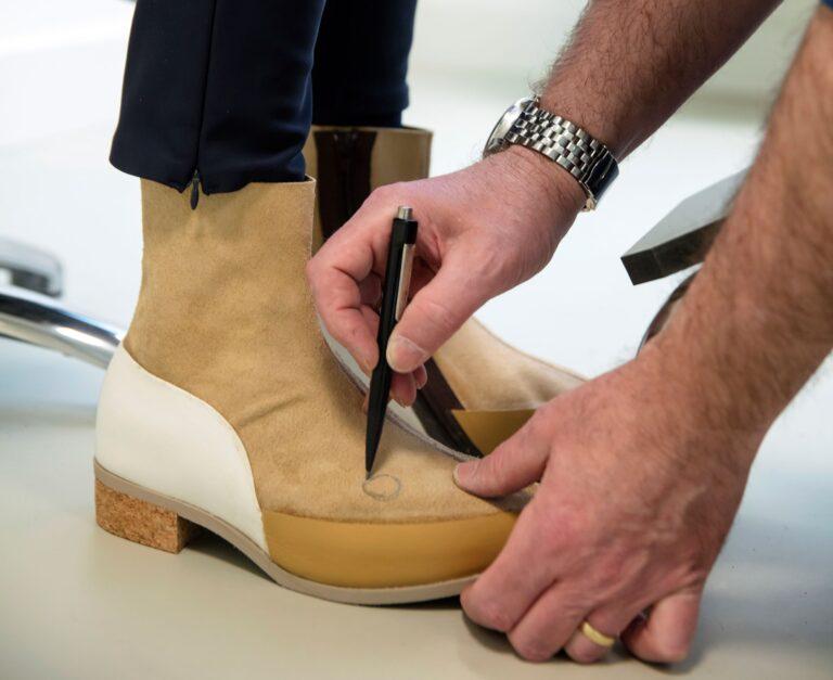 Schoenen aanmeten